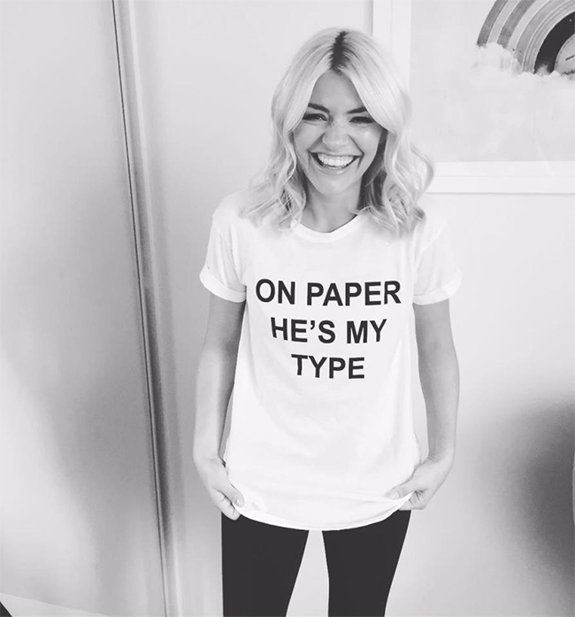 holly-willoughby-deleted-instagram-photo-love-island-t-shirt