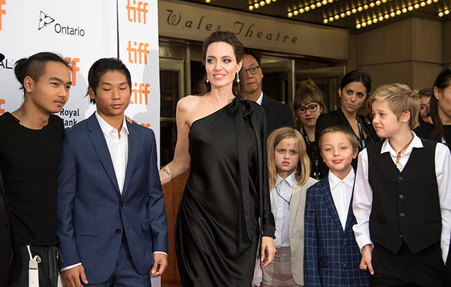 angelina-jolie-and-children-on-red-carpet
