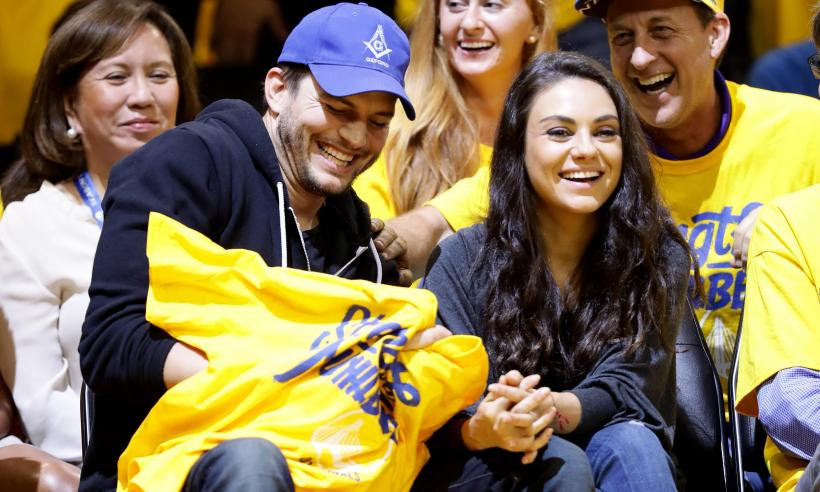 ashton-kutcher-mila-kunis-presents