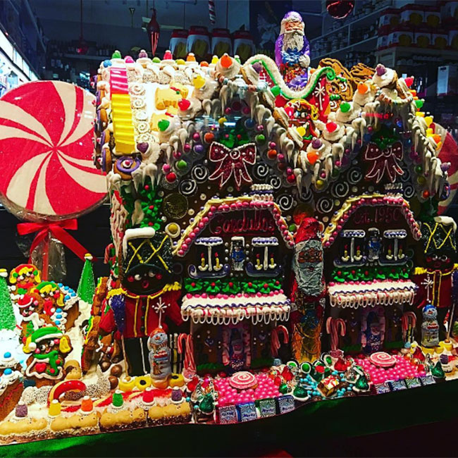 40 Amazing Staircases Details That Will Inspire You: These Mind-blowing Gingerbread Houses Are Sure To Inspire