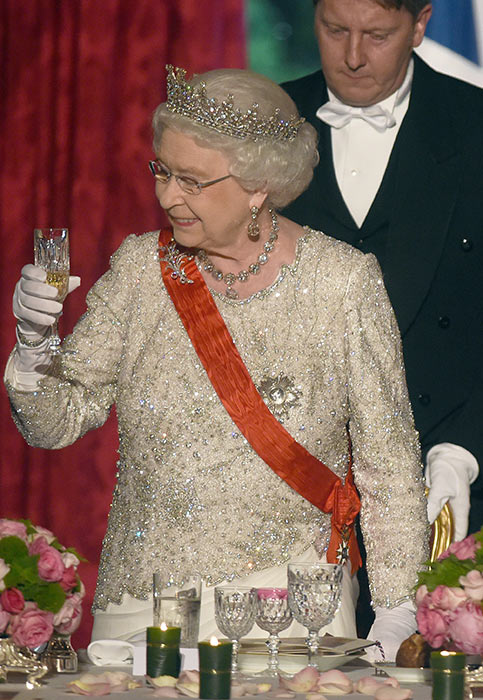 the queen sparkling wine
