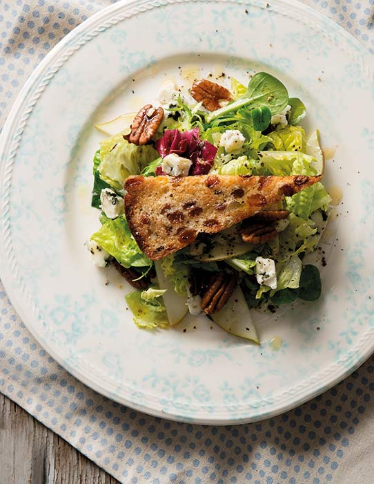 Blue-Cheese,-Pear-and-Pecan-Nut-Salad-with-RS-Barmbrack-Croutons-3
