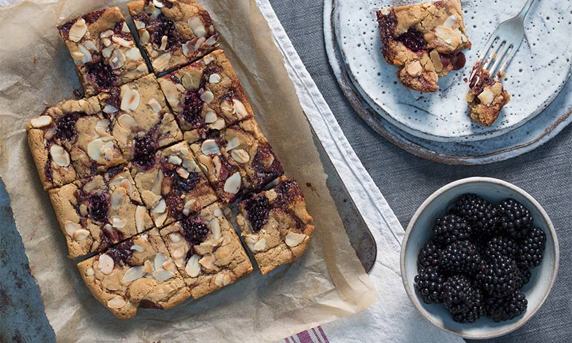 caramel-blackberry-blondies