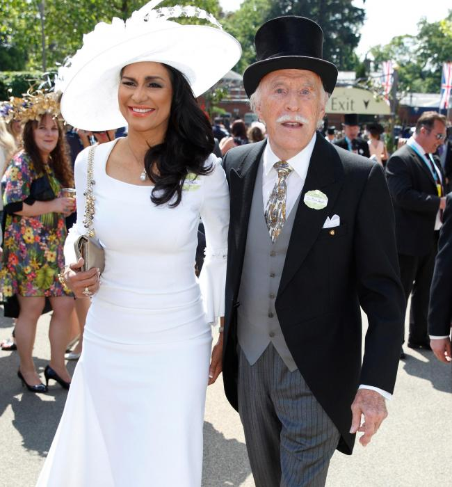 bruce-forsyth-and-wife-wilnelia-at-ascot-in-2015