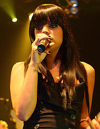 Lily Allen, fringe, trim, hairdresser, free, salon, tidy-up