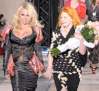 Pamela Anderson, Vivienne Westwood, hair, curls, Paris, fashion week, London, Errol Douglas