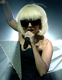 Lady GaGa,hair,hairstyle,fringe,heavy,heavy fringe,recreate,copy