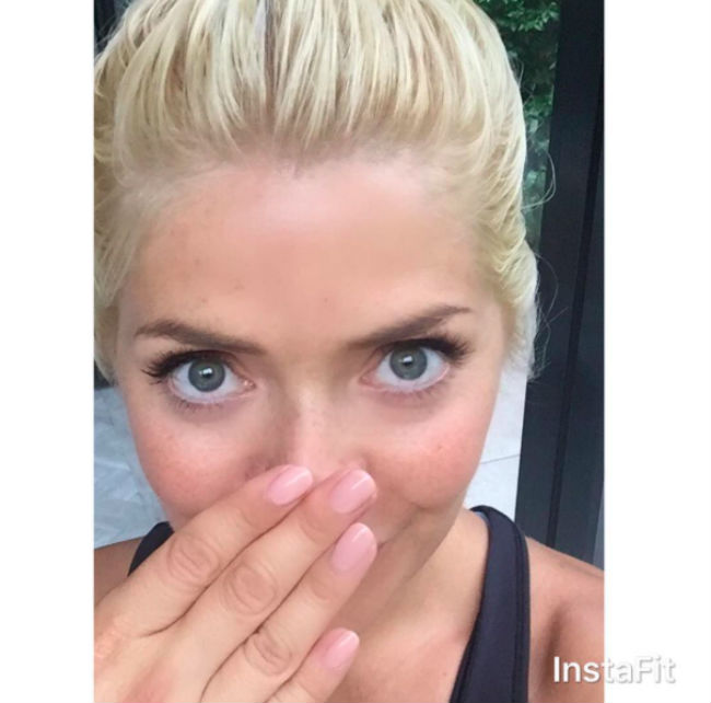 holly-willoughby-nails