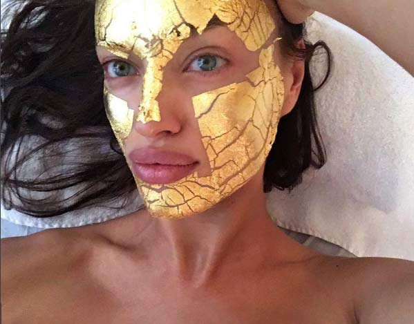 Irina-Shayk-face-mask