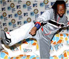 Wyclef Jean high kicks in Barcelona at the MTV awards