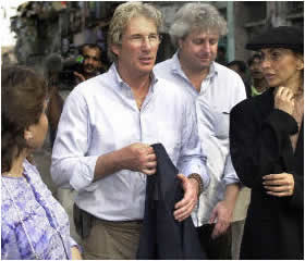 Gere campaigns against AIDS in India
