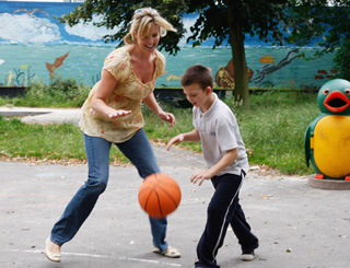 Penny Lancaster teams up with the kids