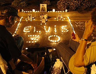 Fans mark Elvis death anniversary with vigil