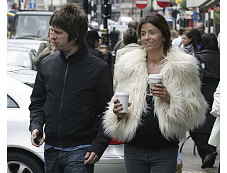 Noel and pregnant Sara shopping in London