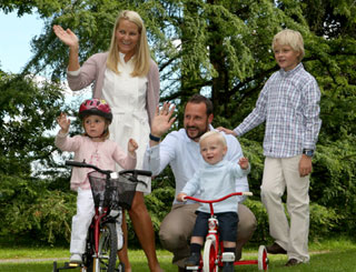 Norwegian royals in casual mode with young family