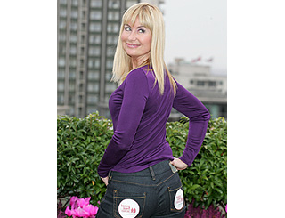 Sian Lloyd shows she's got her own cheeky asset
