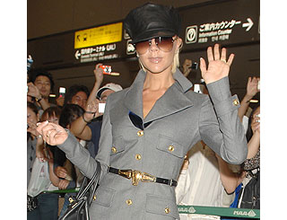Posh greets her Japanese fans