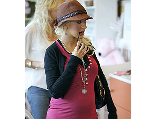 Mum-to-be Christina Aguilera shops for baby gear