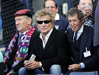 Rod Stewart cheers Scotland on to victory