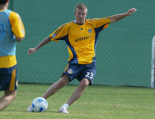 David Beckham resumes training after knee strain
