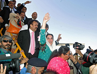 Benazir Bhutto returns to Pakistan