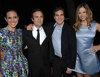 Joaquin joins co-stars at premiere