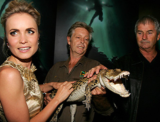 Aussie actress hits red carpet with baby snapper