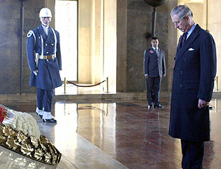 Prince of Wales visits resting place of Turkish leader