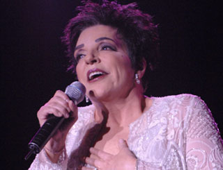 Liza Minnelli back in US after collapsing on stage
