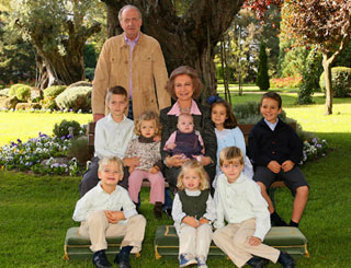 Spanish royals unveil family Christmas greetings
