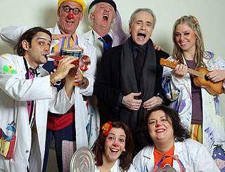 Jose Carreras in harmony with Italian clown doctors