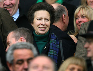 Princess Anne joins rugby fans in Dublin