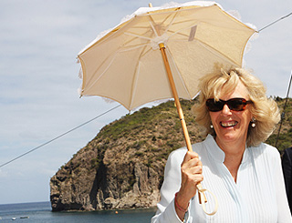 Stylish Camilla keeps her cool in Montserrat