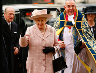 Queen attends Commonwealth Day service