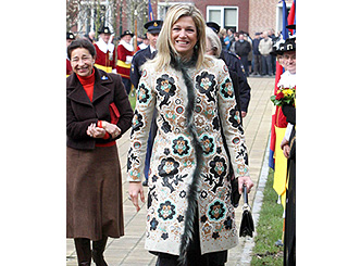 Maxima marks spring with floral tribute