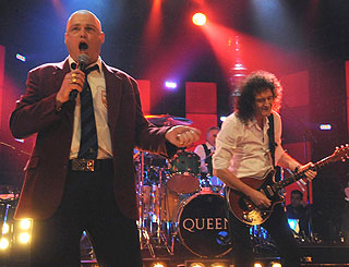 Queen perform first new material in 13 years