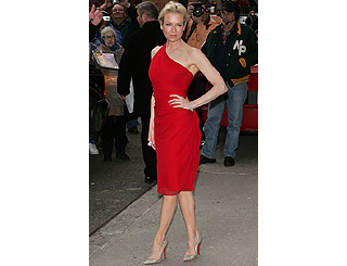 Lady-in-red Renee Zellweger stays on trend