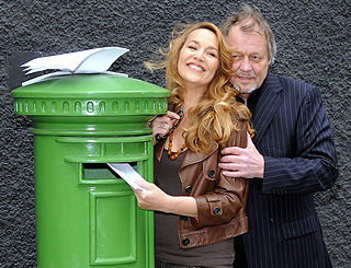 Jerry Hall and David Soul post Love Letters
