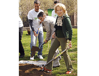 Green queen Bette Midler lends a hand on Earth Day
