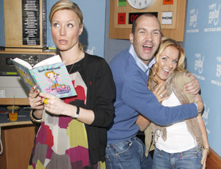 Geri presents her kiddies' book to Johnny and Denise