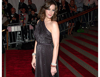 Liv Tyler sparks speculation of marriage trouble