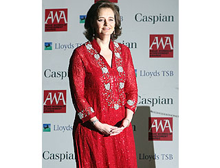 Cherie dons striking sari at Asian women awards