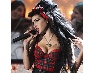 Amy Winehouse to play Glastonbury