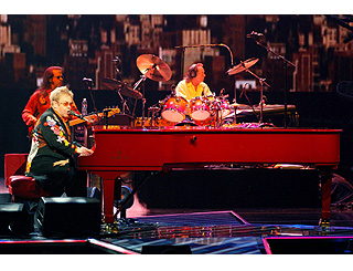 Elton 'still standing' as he plays 200th Vegas gig