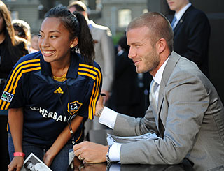 Star-struck David Beckham still asks for autographs