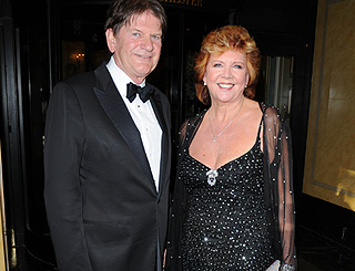Cilla Black sparkles at Brucie tribute dinner