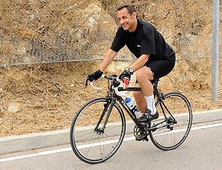 Nicolas Sarkozy keeps fit while on holiday