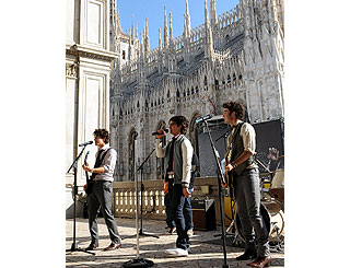 Jonas Brothers tape Italian Total Request Live