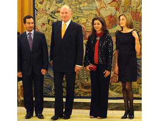 Juan Carlos welcomes Malaysian royals to Madrid