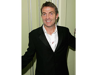 Former Corrie star Bradley Walsh to present new quiz